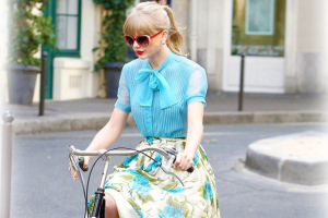 taylor-swifts-retro-style-hot--large-msg-134935731925